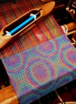 Weaving colorful iridescent echo weave circles in Linda Hartshorn's workshop